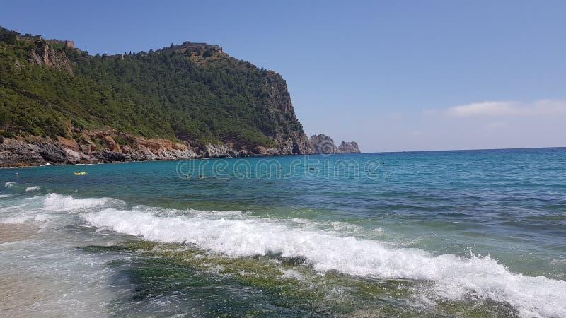 Mar, céu e montanhas em Turquia foto de stock royalty free
