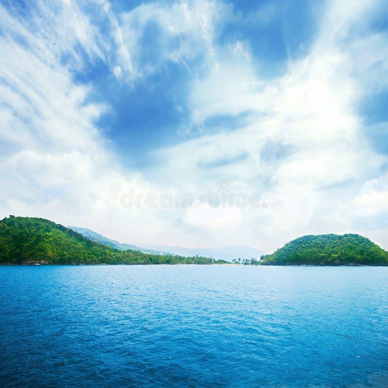 Mar, céu e terra Natureza de Tailândia imagens de stock