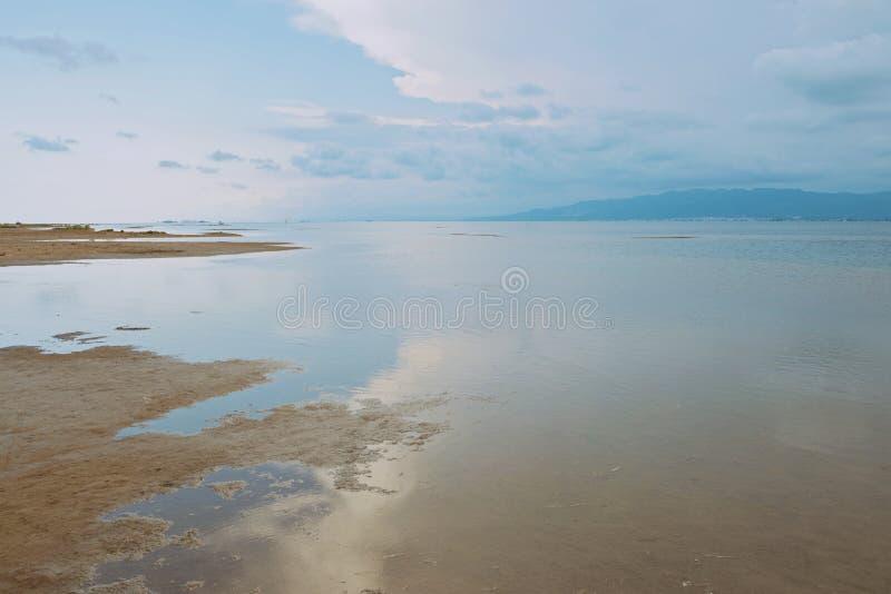 Mar calmo e por do sol fotografia de stock