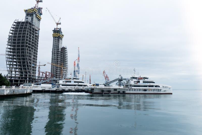 Mar Caspio e navi Bacu, Azerbaigian - 2 dicembre 2018 fotografia stock libera da diritti