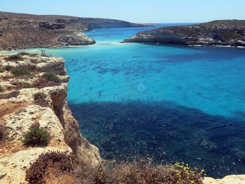 Mar da ilha de LAMPEDUSA em Itália fotos de stock