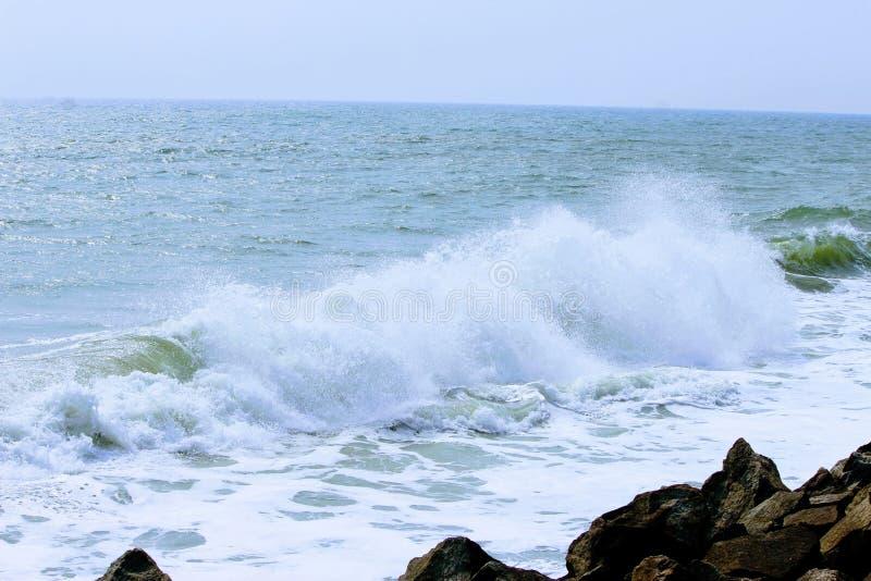 Mar da vitamina | PRAIA | Praia de Varkala | Kerala | God& x27; s próprio país imagem de stock royalty free