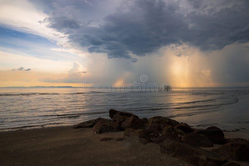 Mar das nuvens de tempestade fotografia de stock