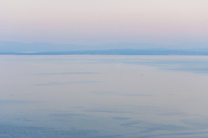 Mar de adriático no por do sol em ilhas do norte da Croácia, do Crec e do Krk imagem de stock royalty free