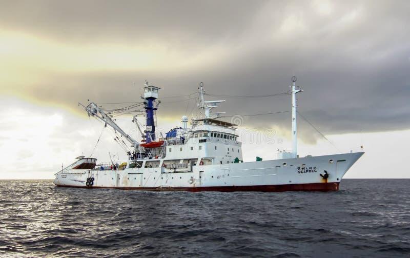 Mar de Andaman, Tailandia - nov 9, 2012: El milivoltio Seafdec navegaba al mar de Andaman para cambiar la boya de la detección de fotografía de archivo libre de regalías
