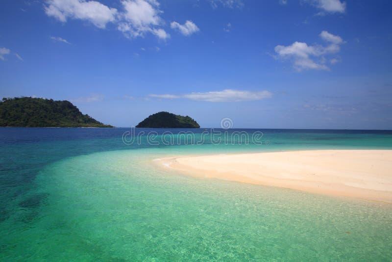Mar de cristal bonito de Andaman na ilha de Khai fotografia de stock royalty free