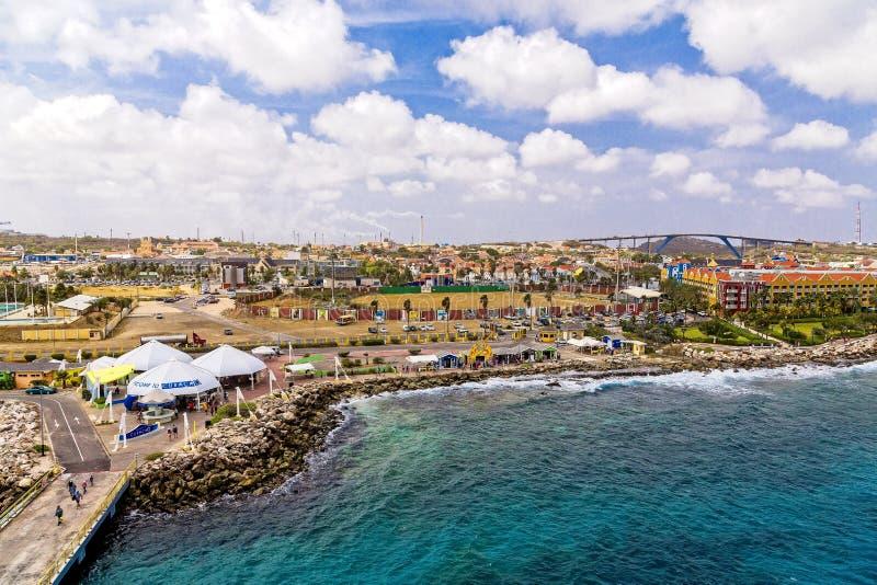 Mar de Curaçao por el embarcadero fotografía de archivo