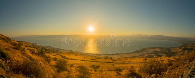 Mar de Galilea el lago Kinneret, en la puesta del sol fotos de archivo