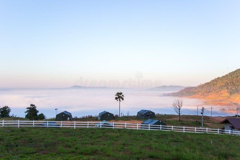 Mar de la niebla por la mañana en Khao Kho, provincia de Phetchabun, Tailandia septentrional foto de archivo libre de regalías