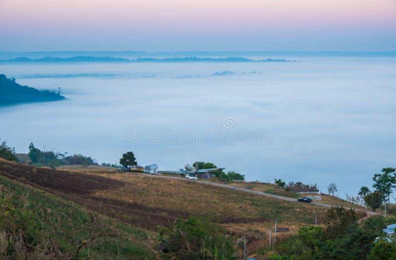 Mar de la niebla por la mañana en Khao Kho, provincia de Phetchabun, Tailandia septentrional imagen de archivo libre de regalías
