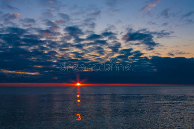 Download Mar de la puesta del sol imagen de archivo. Imagen de verano - 42439615