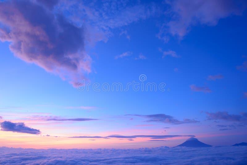 Download Mar de nubes y del Mt fuji imagen de archivo. Imagen de meridional - 42443261
