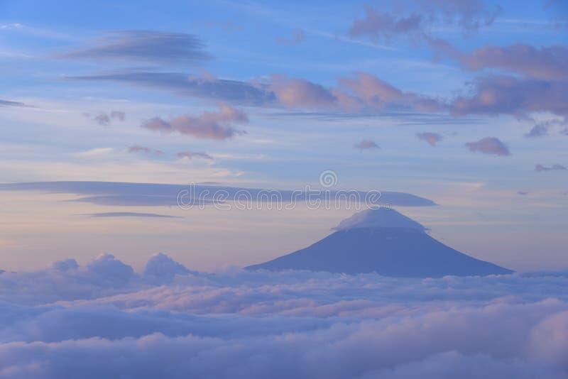 Download Mar de nubes y del Mt fuji foto de archivo. Imagen de fuji - 42443342