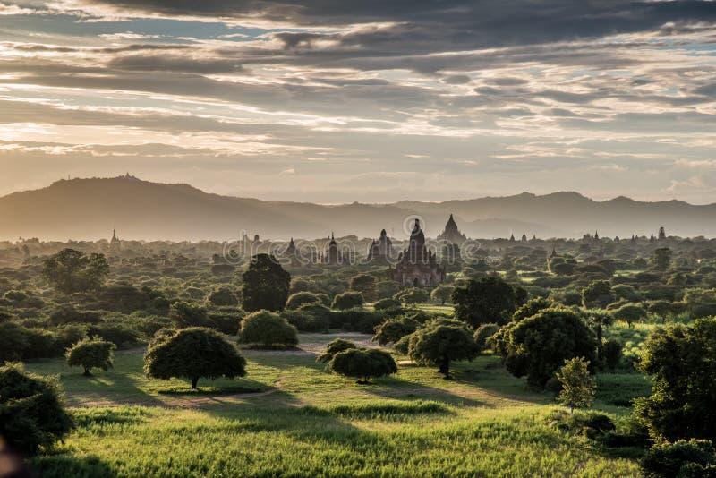 Mar de pagodas en Bagan, Myanmar imagen de archivo