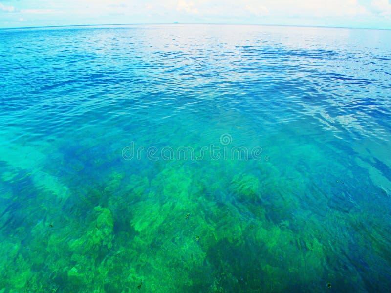 Mar del azul de la aguamarina fotografía de archivo libre de regalías