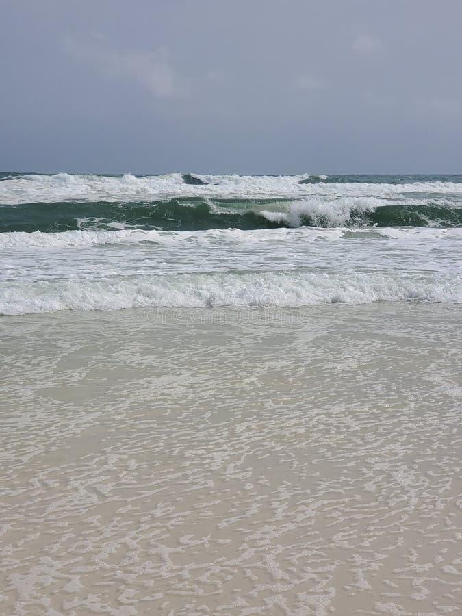 Mar después de una tormenta, océano de las ondas, grande imagenes de archivo