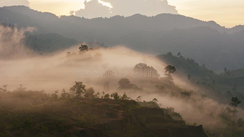 Mar do ponto de opinião da névoa de Krungshing da névoa imagem de stock royalty free