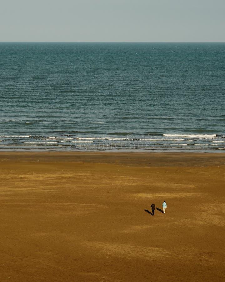 Mar e areia fotos de stock