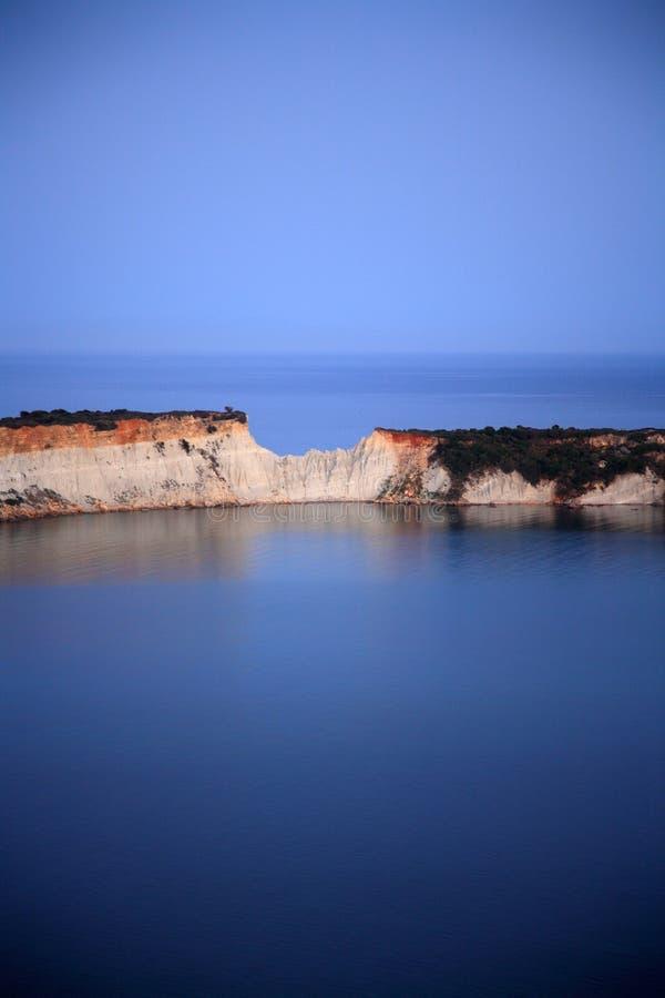 Download Mar e céu azuis imagem de stock. Imagem de praia, greece - 29833205