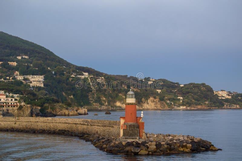 Mar e farol nos ísquios Itália do dia fotografia de stock royalty free