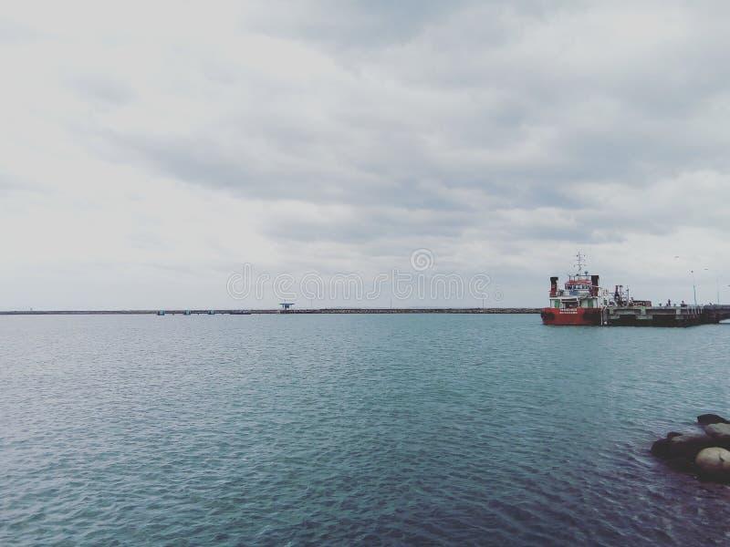 Mar e nuvem imagem de stock