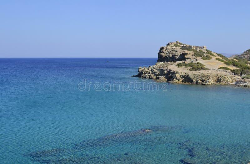 Mar e ruínas em Crete, Greece imagem de stock royalty free