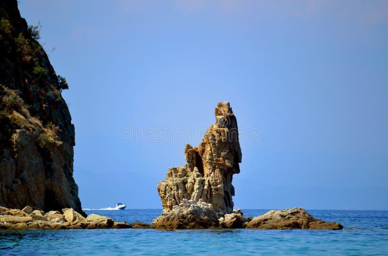 Mar Egeu e vela em Grécia imagem de stock royalty free