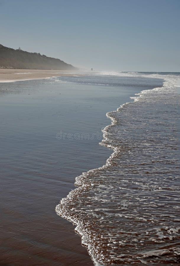 Mar en la playa de Playa de Rompeculos en Mazagon, Espa?a imágenes de archivo libres de regalías