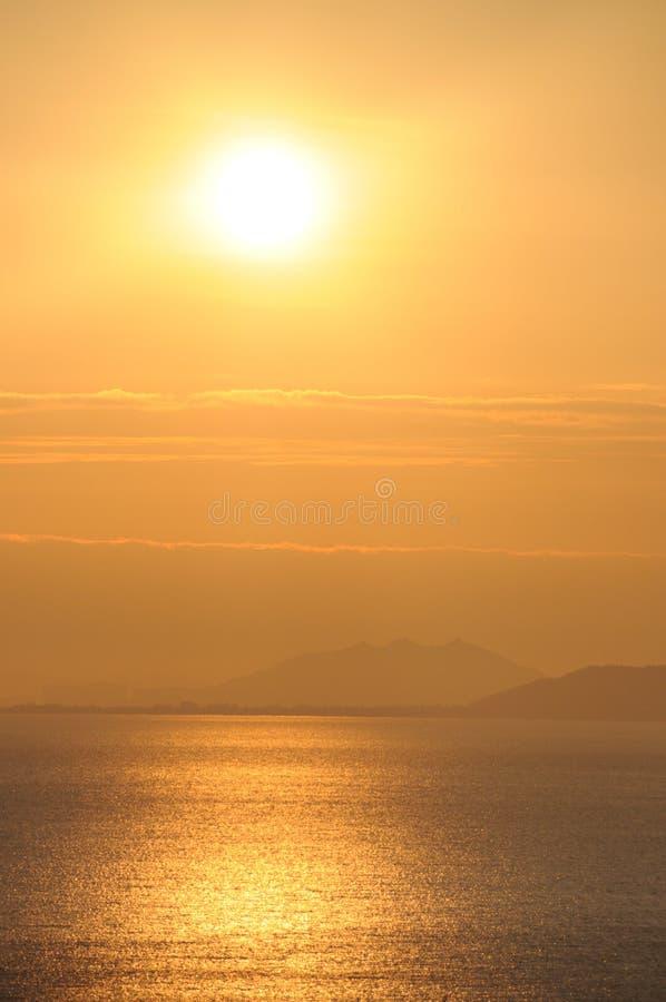 Mar en la salida del sol fotografía de archivo libre de regalías