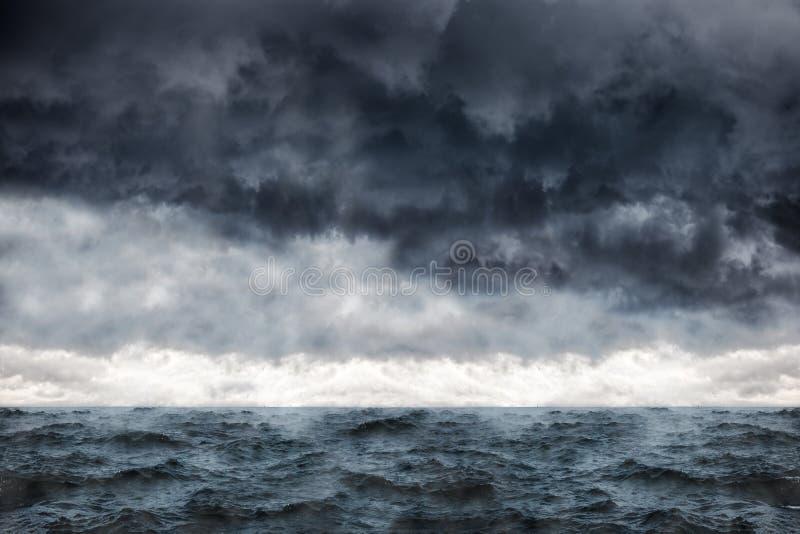 Mar en una tormenta fotos de archivo