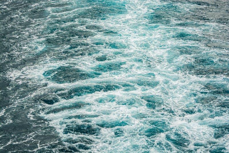 Mar espumoso do motor do barco no mar Mediterrâneo fotografia de stock