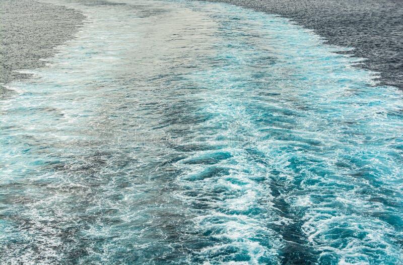 Mar espumoso do motor do barco no mar Mediterrâneo imagem de stock