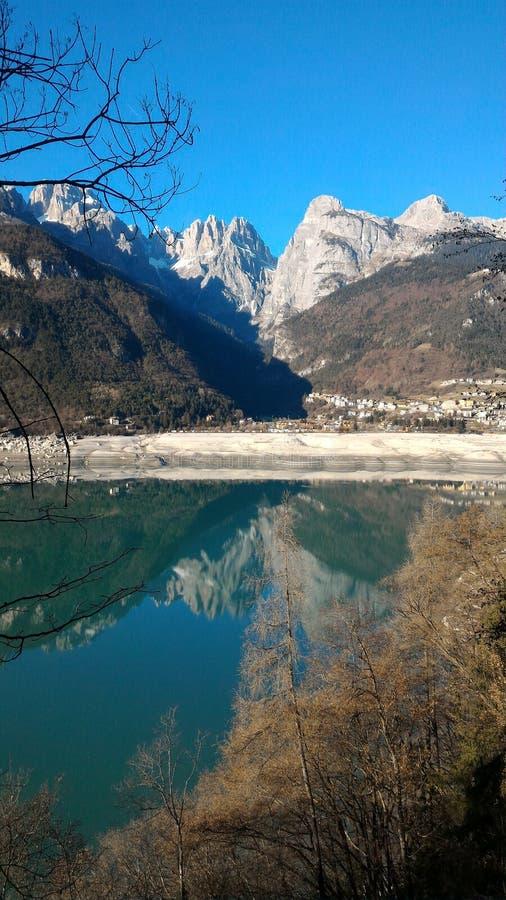 Mar/Italia de Molveno fotografía de archivo libre de regalías