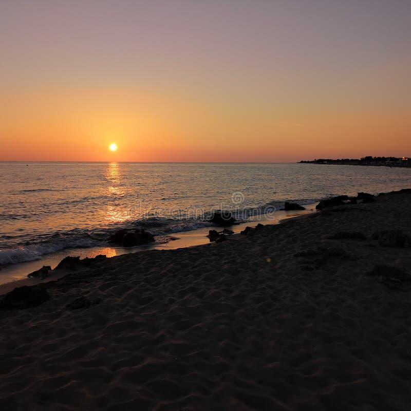 Mar Italia do por do sol foto de stock