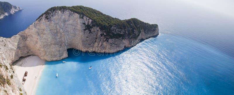Mar jónico de la playa de Navagio imagenes de archivo