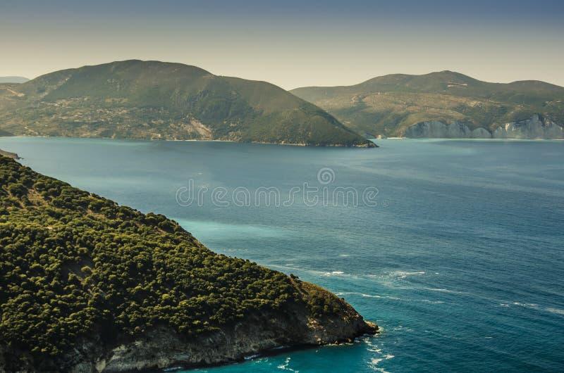 Mar jónico y costas en la isla de Kefalonia fotografía de archivo libre de regalías