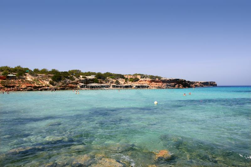 Mar mediterráneo de la turquesa del paisaje marino de Formentera foto de archivo