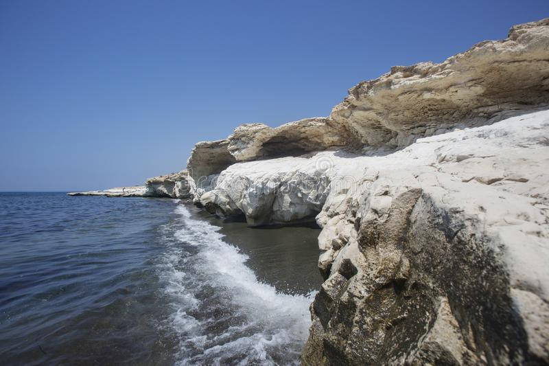 Mar Mediterráneo El blanco oscila cerca de la playa del ` s del gobernador foto de archivo