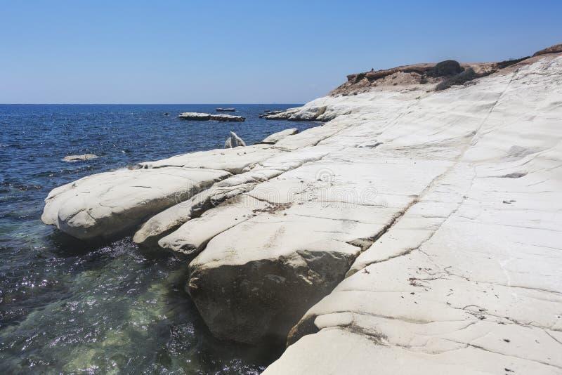 Mar Mediterráneo El blanco oscila cerca de la playa del ` s del gobernador imágenes de archivo libres de regalías