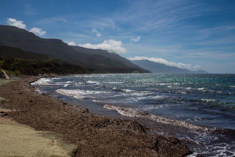 Mar Mediterráneo y montañas, Cerdeña, Italia fotos de archivo