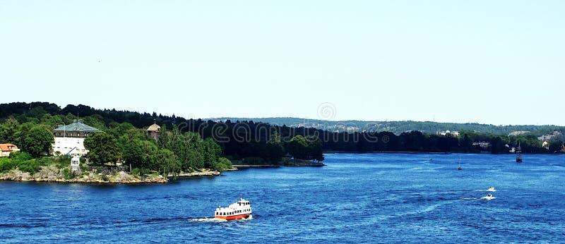 Mar, montaña y vistas desde el crucero de Estocolmo a Helsinki imágenes de archivo libres de regalías