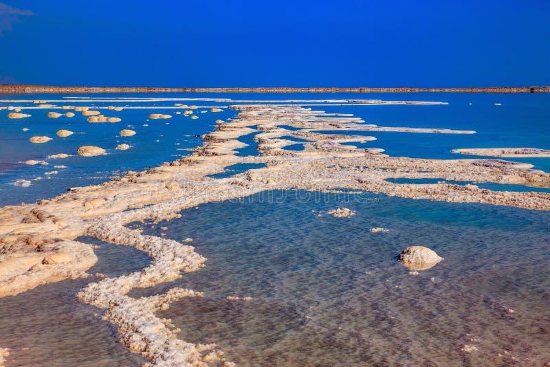 Mar Morto fuori dalla costa fotografie stock