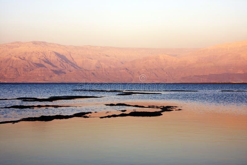 Mar muerto en la puesta del sol imágenes de archivo libres de regalías