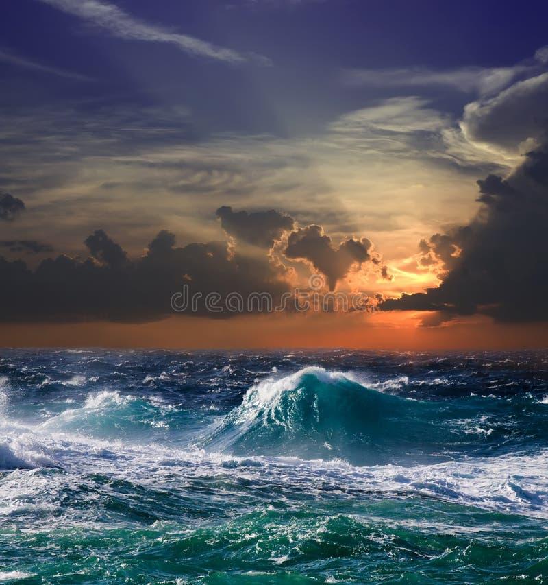 Mar no por do sol fotografia de stock royalty free