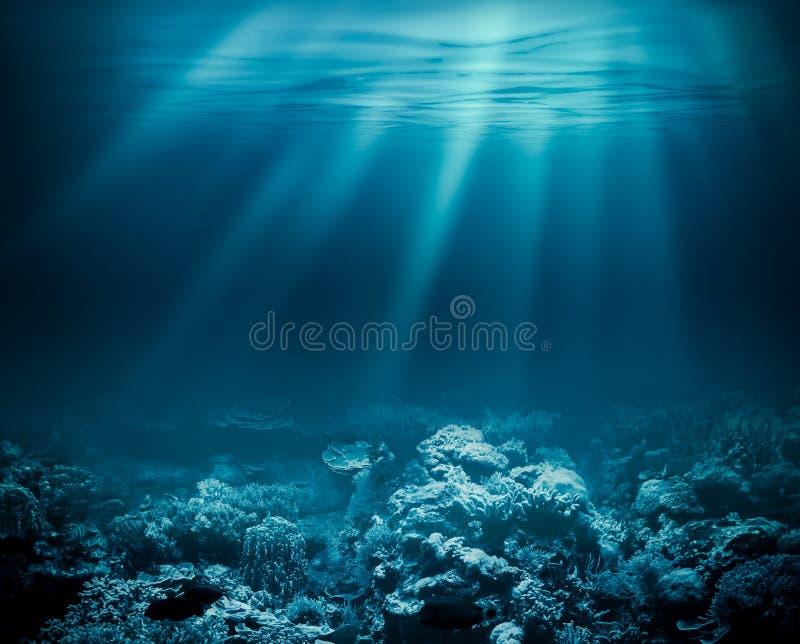 Mar profundamente ou oceano subaquático com o recife de corais como a fotografia de stock