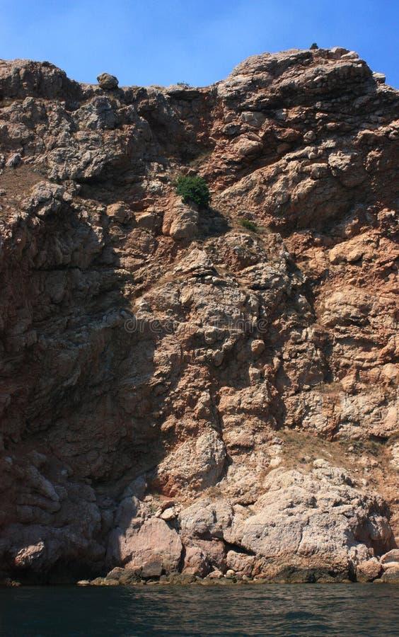 Mar, resaca Rocas y rocas El Mar Negro Verano imagenes de archivo