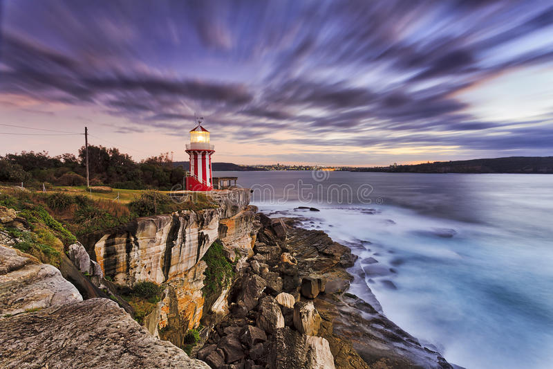 Mar SHead Lighhouse Cliff Rise imagenes de archivo