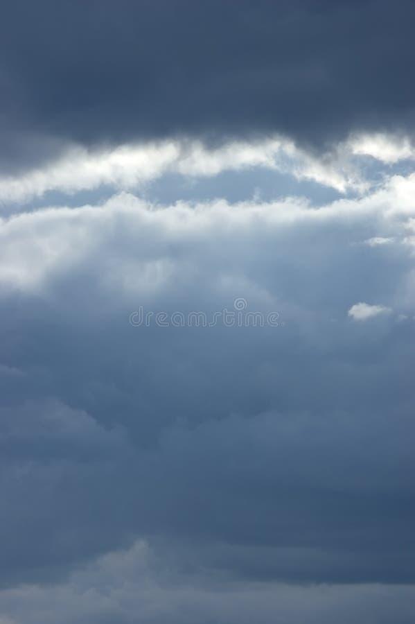 Mar temperamental Cloudscape, Sunbeams ligeiros imagem de stock royalty free