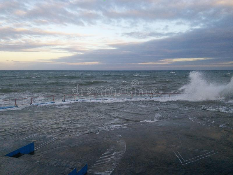Mar tempestuoso imagenes de archivo