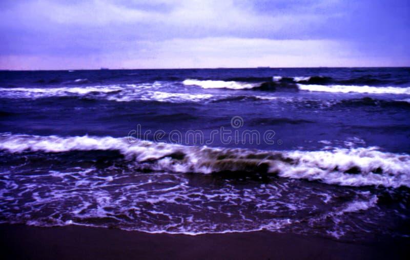 Mar tempestuoso por la tarde fotografía de archivo libre de regalías